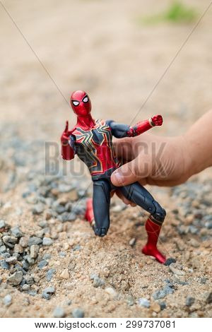 Marvel Comic Action Figure Spider-man With Iron Spider Suit