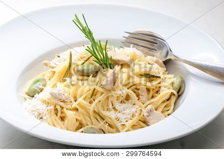 stillife of pasta with chicken meat