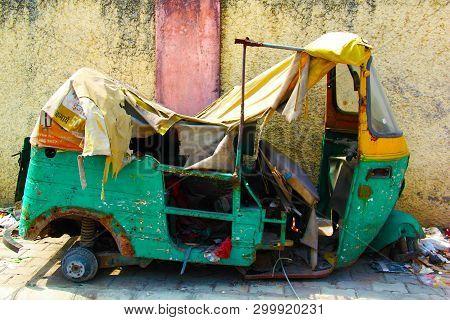 Delhi,india- March 16,2019:indian Accidental Auto Rickshaws In Delhi Street. Auto Rickshaws (also Ca