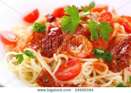 Pasta with tomato sauce, sun dried tomato and shrimp