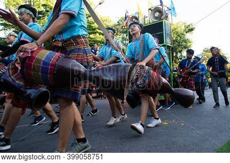 Khon Kaen,thailand - November 29 , 2019 : Unidentified The Long Drum Player Hitting Thai Drum Dancin