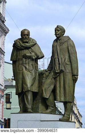 Moscow, Russia - September 06, 2014: Monument To The Stanislavsky And Nemirovich-danchenko In Kamerg