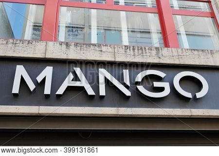 Bordeaux , Aquitaine  France - 12 09 2020 : Mango Logo And Text Sign Front Of Building Shop For Fash
