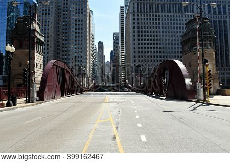 Chicago, Il April 16, 2020, Chicago Lasalle Street Drawbridge Over The Chicago River With The Downto