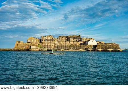 Castle Cornet Has Guarded Saint Peter Port And Harbor For 800 Years. Saint Peter Port - Capital Of G