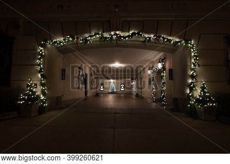 Chicago, Il December 9, 2020, Front Entrance Driveway Into A Condo Building Decorated Adorned With W