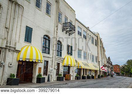 Savannah, Ga / Usa - April 14, 2016: Savannah, Georgia's World Famous River Street In The Early Morn