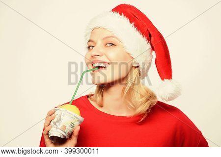 Christmas Lemonade Punch. Totally Natural Lemonade. Girl With Lemonade And Money. Fresh Lemonade Dri