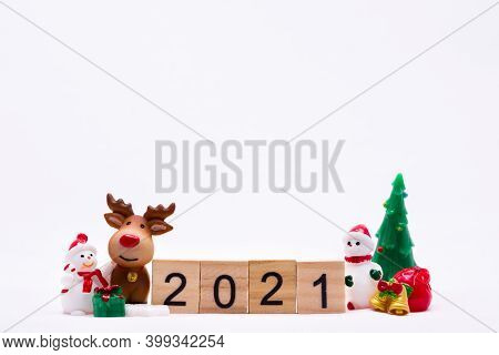 Happy New Year And Merry Christmas 2021 Concept. Ceramic Happy Snow Man And Reindeer Doll With Gift