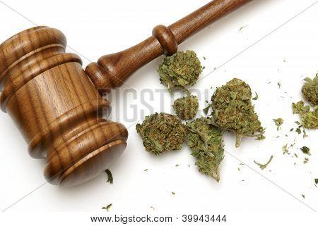 Ley y marihuana
