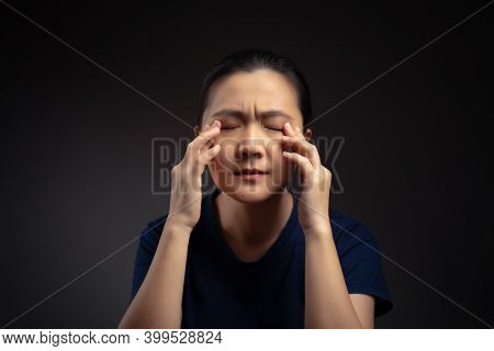 Asian Woman Was Sick With Eyes Pain.