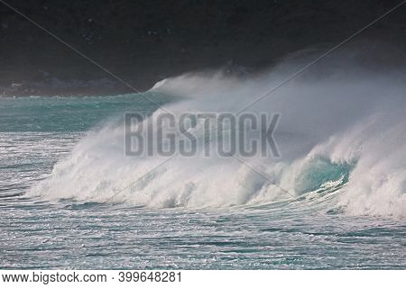 Extremely strong waves in the wind