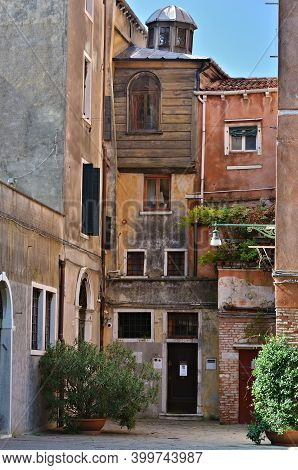 Venice. Italy - Sept 22, 2014: Canton Synagogue In The Jewish Ghetto Of Venice, The Second Oldest Ve