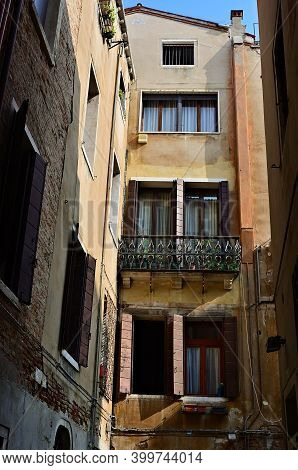 Venice Typical Courtyard. Tourists From All The World Enjoy The Historical City Of Venezia In Italy,
