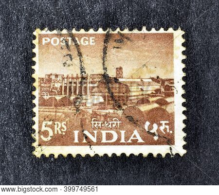 India - Circa 1955 : Cancelled Postage Stamp Printed By India, That Shows Sindri Fertilizer Factory,