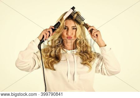 Online Shop. Create Hairstyle. Woman With Long Curly Hair Use Curling Iron. Hairdresser Tips. Using