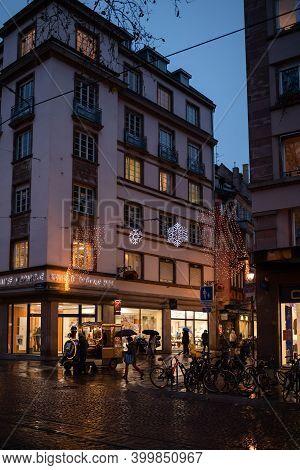 Strasbourg, France - Dec 4, 2020: Chestnut Seller At The Base Of A Building In Central Strasbourg Wi