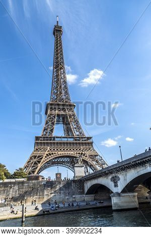 Paris, France - 09-12-2018:  The Eiffel Tower Seen From A Boat On The Seine River