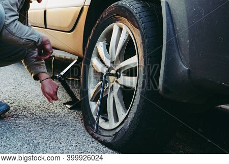A Wheel Has Punctured On The Track, The Driver Independently Changes The Flat Tire And Puts The Spar