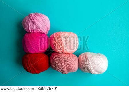 Scoring System In The Form Of Skeins Of Yarn On A Blue Background. A Graph In The Form Of A Nuanced