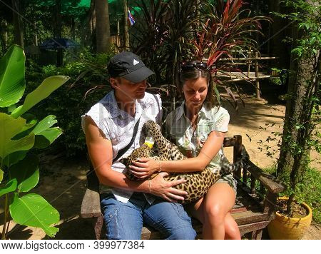 Koh Samui, Thailand - June 21, 2008: The Young Couple Holding Tiny Leopard Baby In Zoo At Koh Samui,