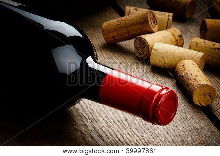 Flasche Rotwein und Korken