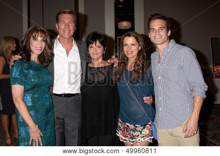 LOS ANGELES - AUG 24:  Kate Linder, Peter Bergman, Jill Farren Phelps, Melissa Claire Egan, Greg Rikaart at the YnR Fan Dinner at the Universal Sheraton on August 24, 2013 in Los Angeles, CA