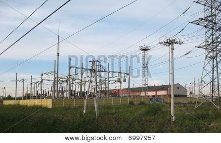 High-voltage electricity substation