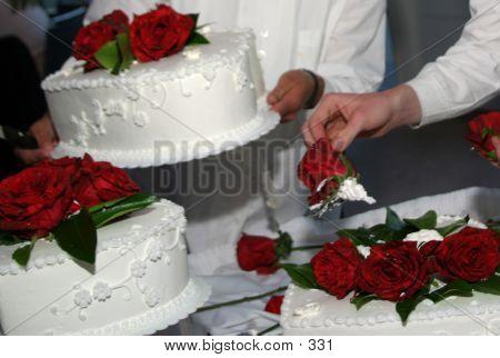 Arranging Flowers On Wedding Cake