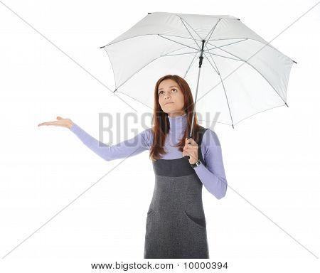 Imagen de un hombre de negocios con paraguas