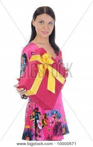 Brunette met een cadeau