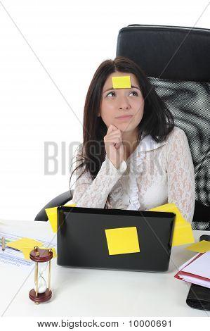 笔记本电脑的女人
