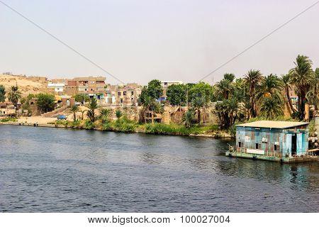 Village Banks Nile