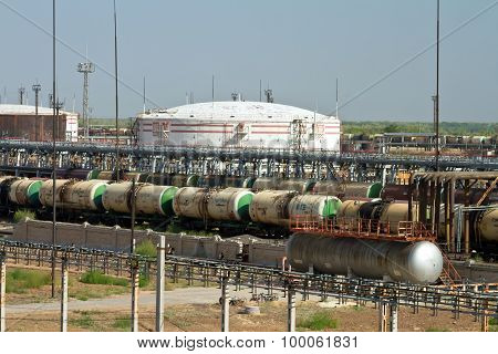 Unloading And Loading Rail Cars Of Various Petroleum Products At The Refinery