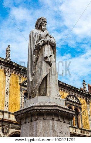 Statue Of Dante   In Verona, Italy