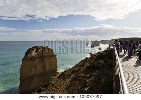 Twelve Apostles Crowded Lookout