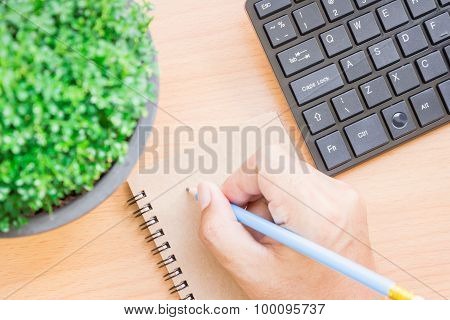 The idea of using a pen to write things down in a notebook to prevent forgetting