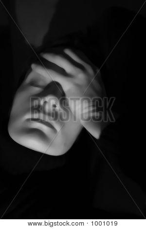Isolado mulher olhando estressado