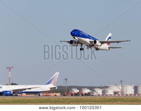 Airbus A320-233 Air Moldova