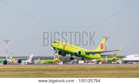 Beautiful Boeing 737-8Gj S7