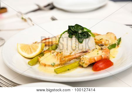 White Rice With Broiled Shrimp