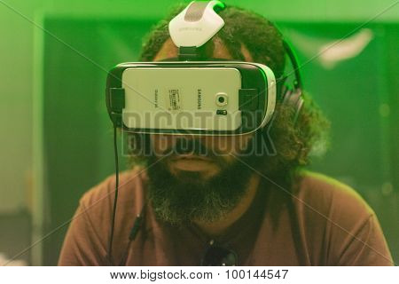 Guy Tries Virtual Glasses Headset