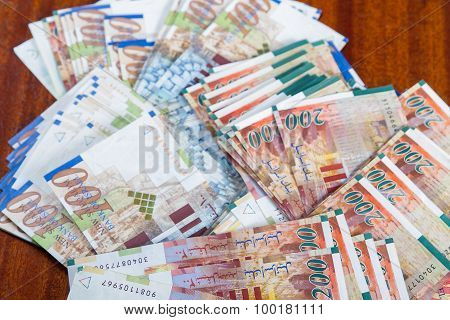 Two Hundred Shekel Bank Notes .