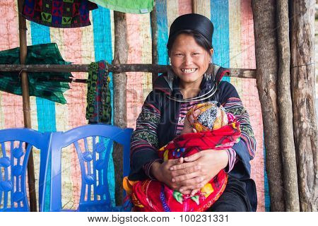 H'Mong ethnic minority woman with her child in Sapa, Vietnam.
