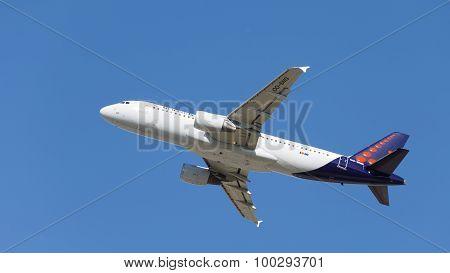 Passenger Aircraft Airbus A320-214