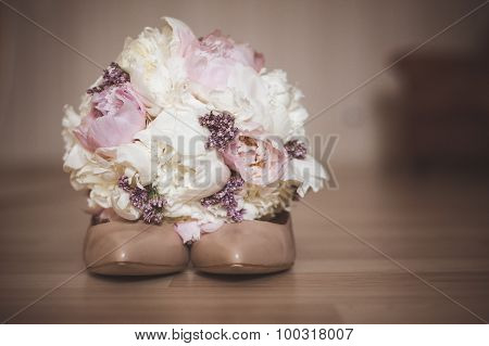 Beautiful Bridal Bouquet With Wedding Shoe