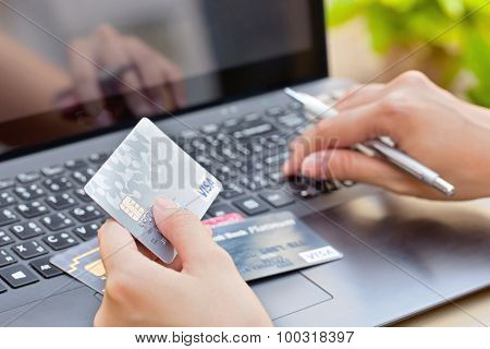Nakhonratchasima THAILAND - August 1 2015 : Credit card VISA brand with pen on keyboard.