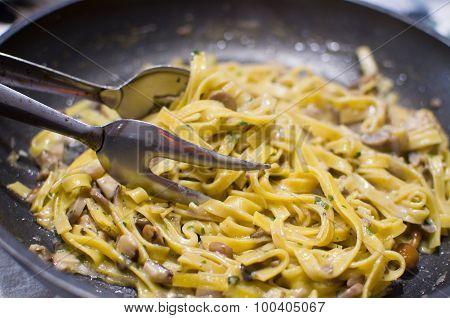 fettuccine Precooked Italian Noodles Or tagliatelle