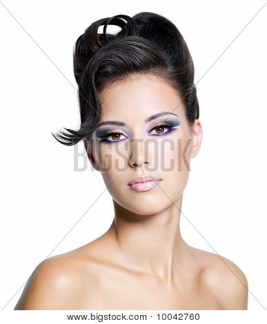 Frau Glamour mit modernen lockige Frisur