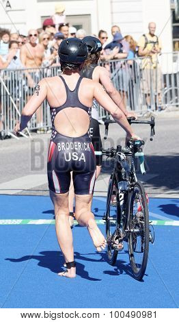 Jessica Broderick (usa) Running With Cycle